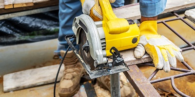 2-27-21-bigstock-Carpenter-Using-Circular-Saw-F-372526318